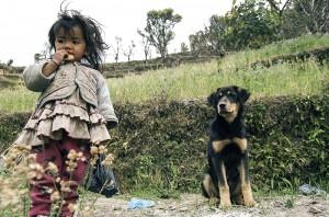 Köyhyys näkyy, vaikka turistit tuovat elintärkeää elantoa vaellusreittien varrella oleviin kyliin kuten Annapurnassa.