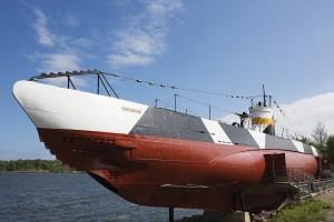 Toiseen maailmansotaan osallistunut sukellusvene Vesikko on Suomenlinnan suosituimpia nähtävyyksiä.