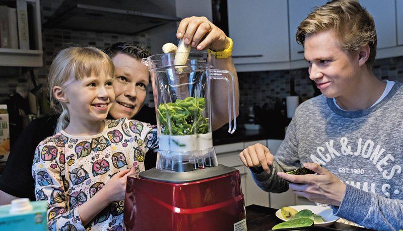 Saarisen perhe valmistaa ruokaa rakkaudella