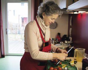 Kolumbiasta kotoisin oleva vapaaehtoistyöntekijä Maria Fernanda Garcia Dela Zerda toimii perhesaattajana. Hän myös tuuraa mielellään talon kokkia.