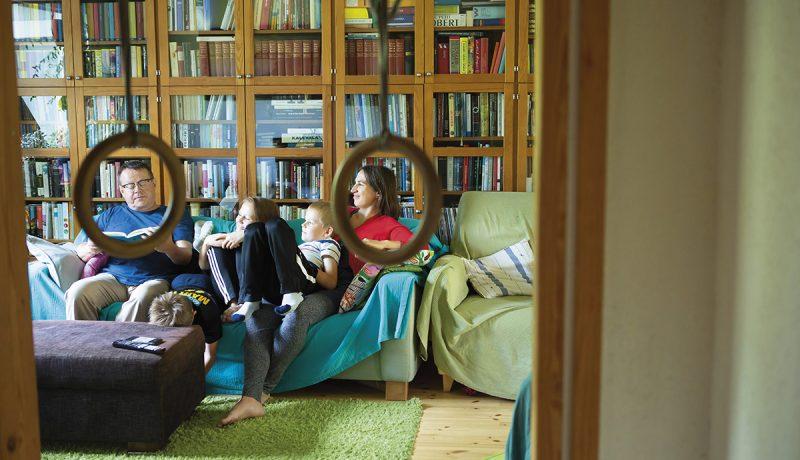 Lapsi lukee, kunhan aikuinen lukee