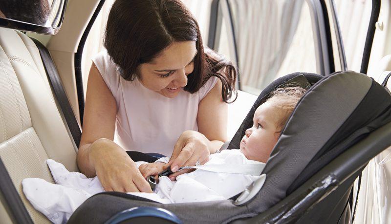 Vauva autossa lisää onnettomuusriskiä