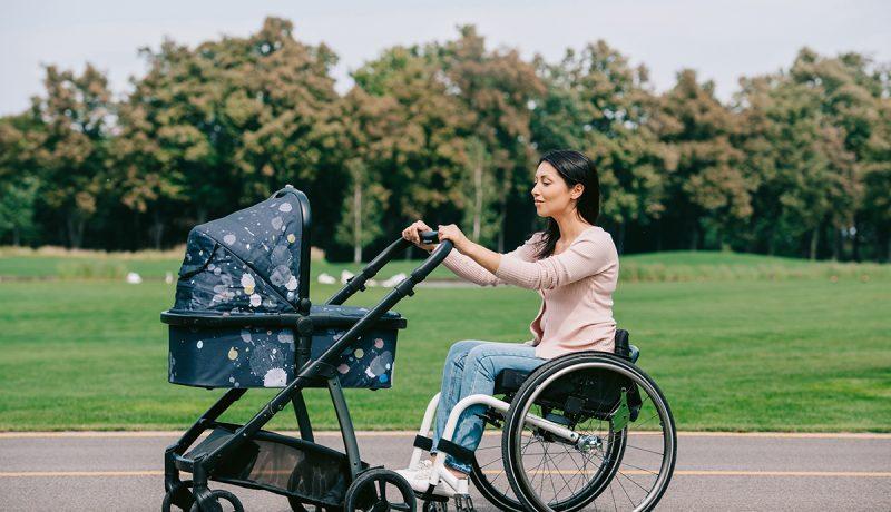 Vammaisen naisen äitiys on vaikea asia läheisillekin