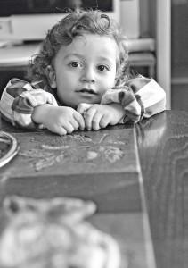 Syyrialaisen Al Tinawin pakolaisperheen Ahmad on luottavainen ja hymyilevä lapsi.