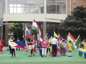 Au pair -perheen lasten koulussa oli kymmeniä kansalaisuuksia ja paljon erilaisia tapahtumia.