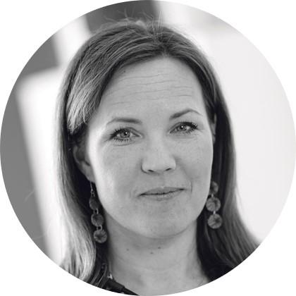 Julia Korkman, mustavalkoinen profiilikuva.