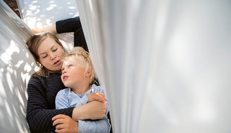 Kiintymysvanhemmuus jakaa mielipiteitä, mutta se tähdentää ihmisvauvan lajityypillisiä tarpeita sekä lapsen ja vanhemman välistä yhteyttä