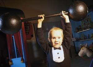 Voimamies nostaa tuhat kiloa! Kuva Pekka Elomaa