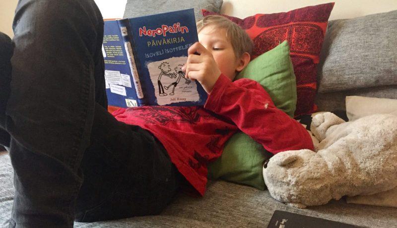 Kuvakirjojen lukeminen kehittää lapsen aivoja