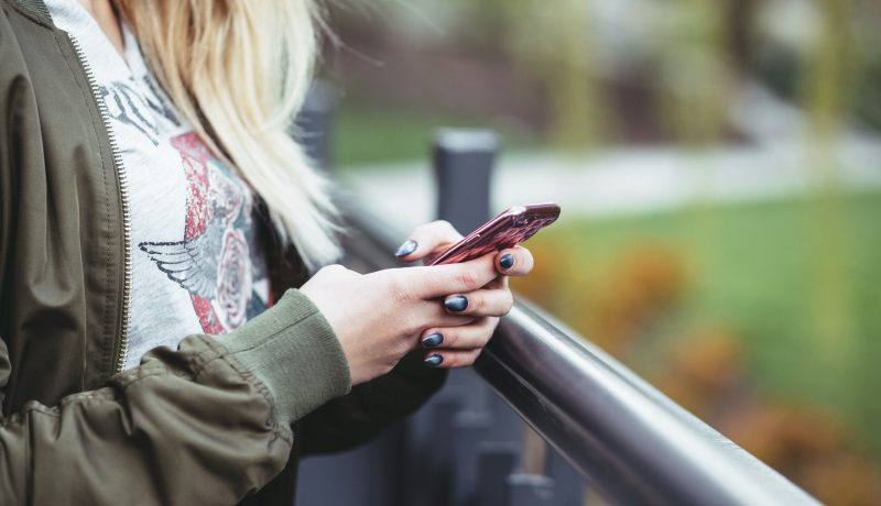 Alaikäiset voivat joutua seksuaalisen hyväksikäytön uhreiksi verkossa