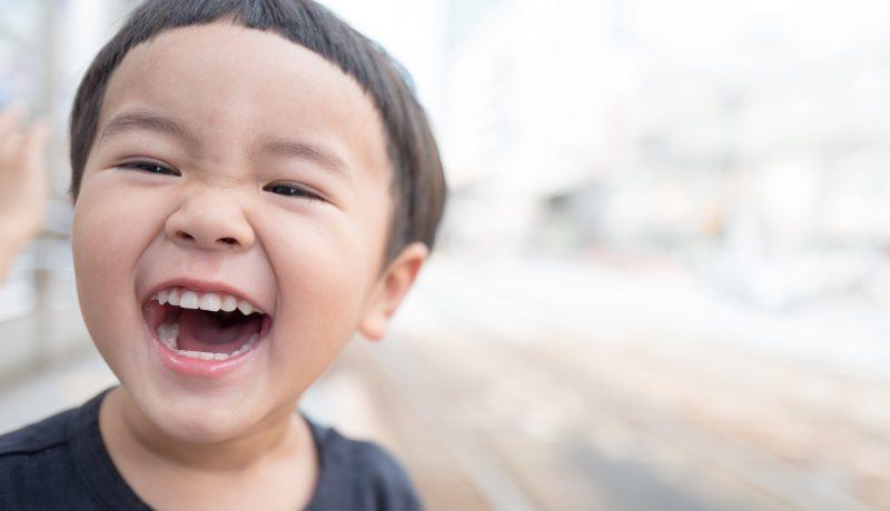 Miten lapsen huumori eroaa aikuisen huumorista?