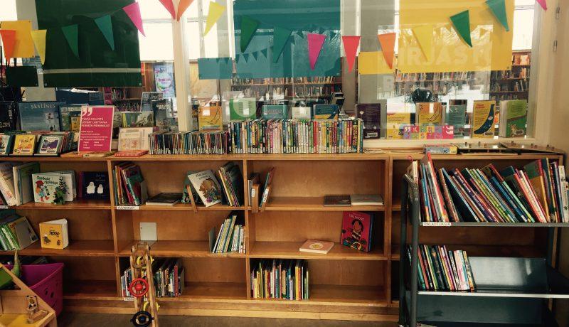 Lasten kanssa kirjastossa