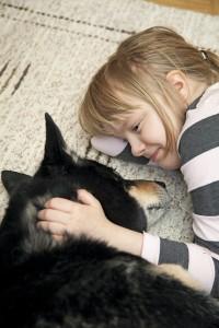 Eläinystävät saavat Sannin rauhoittumaan ja keskittymään käsillä olevaan hetkeen.