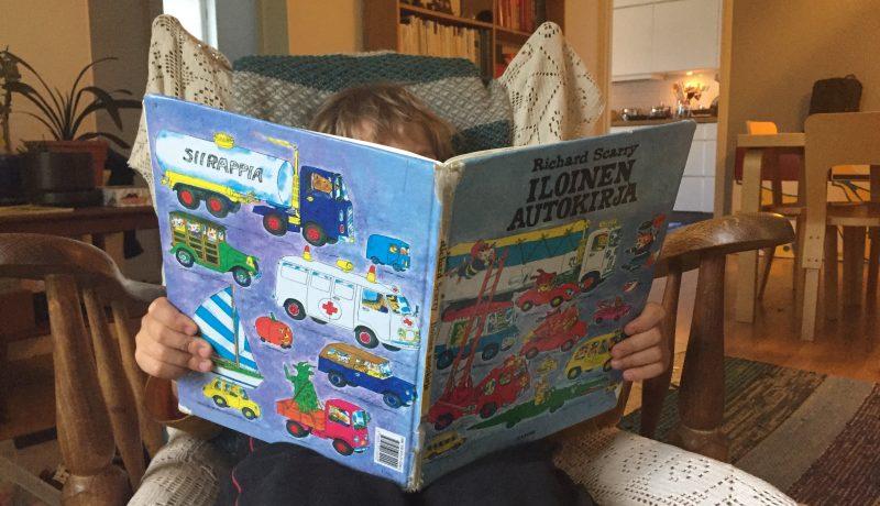 Pitäisikö lapsen oppia lukemaan ennen koulun alkua?