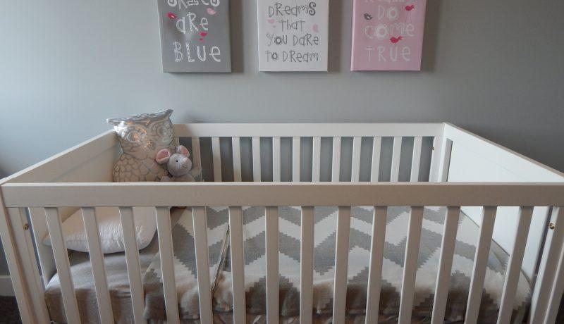 Tutkimuksen mukaan taaperot nukkuvat pinnasängyssä paremmin kuin tavallisessa lastensängyssä