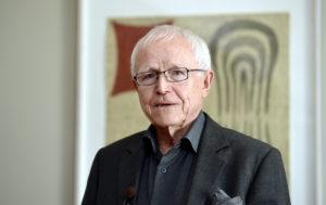 """Seppo Lindblom (1989–2003): """"Vanhemmuuden puute on edelleen vaikeasti lähestyttävä ja yhteiskunnallisesti herkkä puheenaihe."""" Kuva Lehtikuva/ Kimmo Mäntylä."""